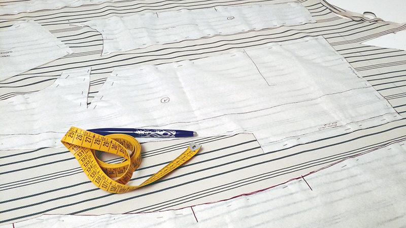 Come posizionare il cartamodello sul tessuto. Le regole