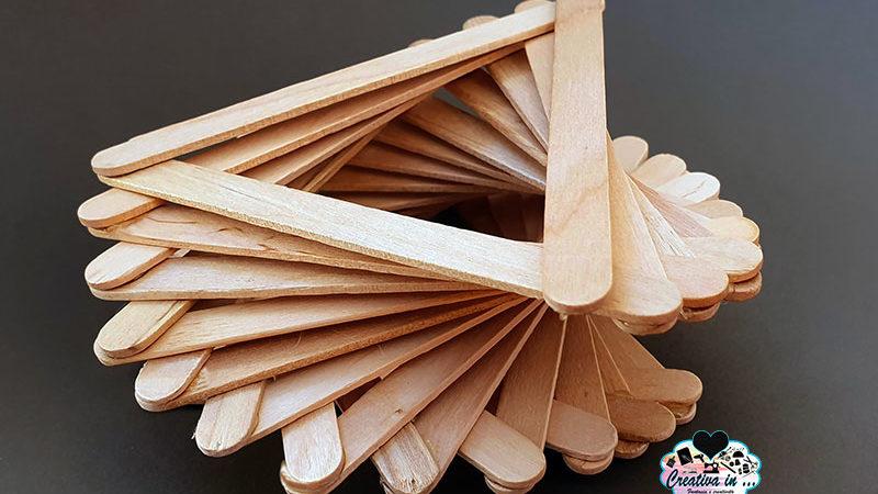 Portavasi fai da te con stecchi di legno dei ghiaccioli