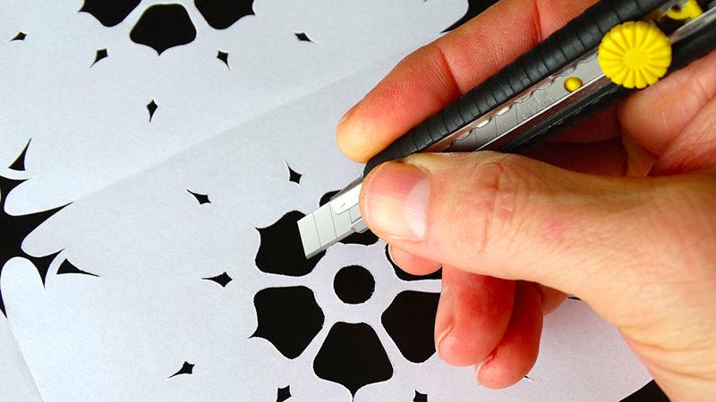 Papercutting o psaligrafia: cos'è e come intagliare la carta