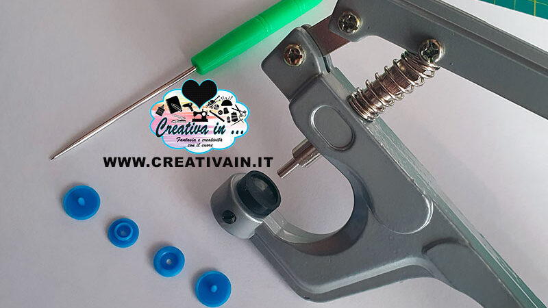 Come applicare i bottoni a pressione automatici in plastica. Videotutorial